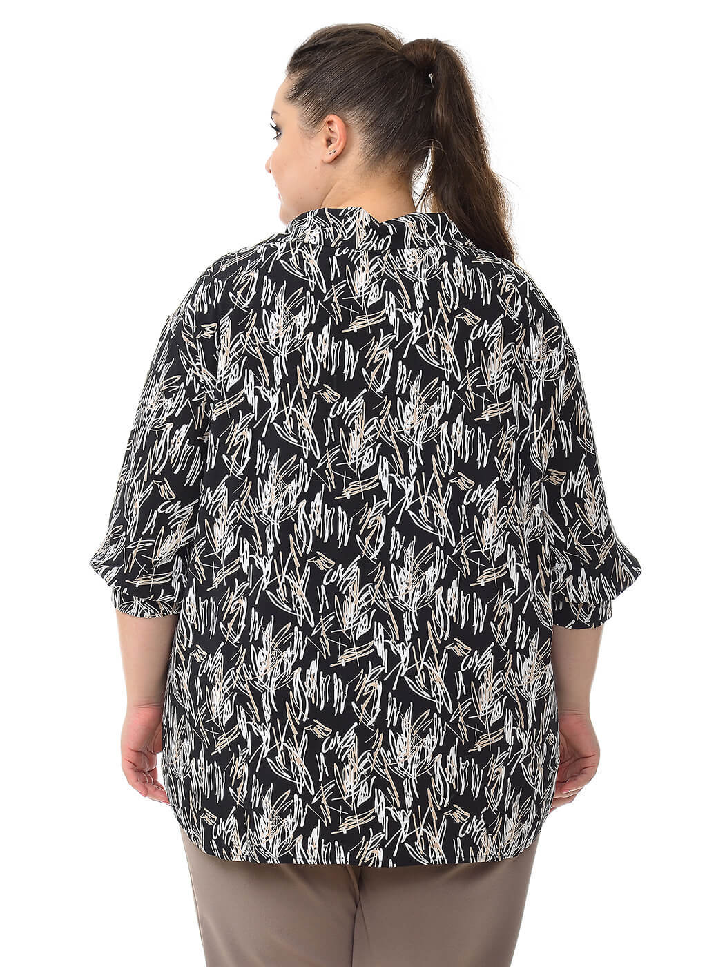 Рубашка из штапеля с черно-белым принтом