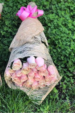 Букет из 25 розовых метровых роз