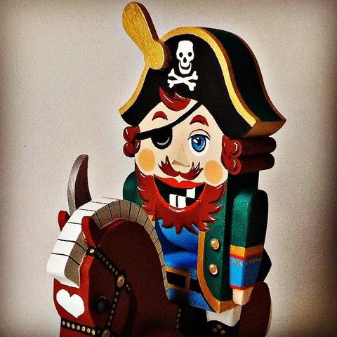 Деревянная игрушка щелкунчик орехоколка   «Пират»