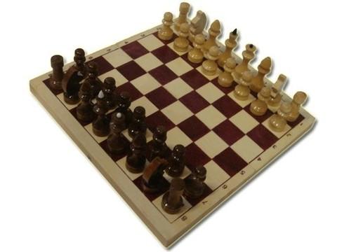 Шахматы  лакированные с доской 290 мм*145мм*40мм. Производство: Россия.