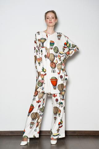 Пижамный костюм из принтованной ткани.