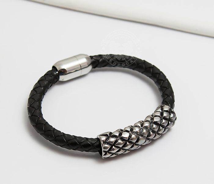 Фото - Spikes, Мужской браслет «Spikes» с крупной металлической вставкой мужской браслет из кожи со стальной проволокой 20 см