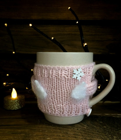 Чашка молочная в вязаном свитере - розовая