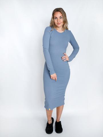 Платье трикотажное с округлым вырезом голубое