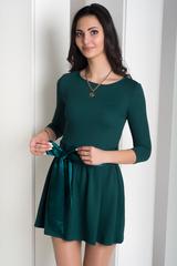 Бант. Короткое платье с пышной юбкой. Изумруд
