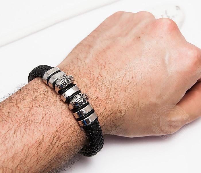 BM456 Мужской браслет из кожи со стальными черепами (22 см) фото 06