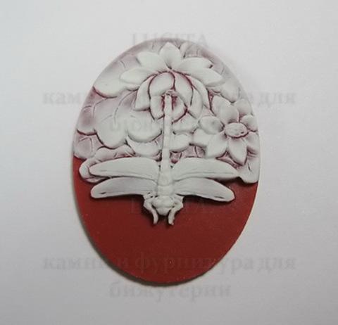 """Камея """"Стрекоза """" белого цвета   на бордовом фоне 40х30 мм ()"""