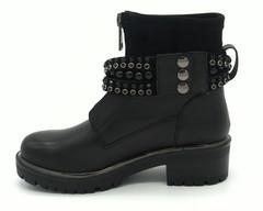Черные ботинки с декоративным ремешком