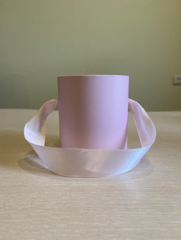 Шляпная коробка эконом вариант 8 см . Цвет Нежно розовый , Розница 150 рублей .