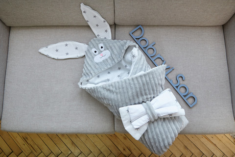 Конверт одеяло на выписку из роддома Зверята плюш (серый/Белый зайка)