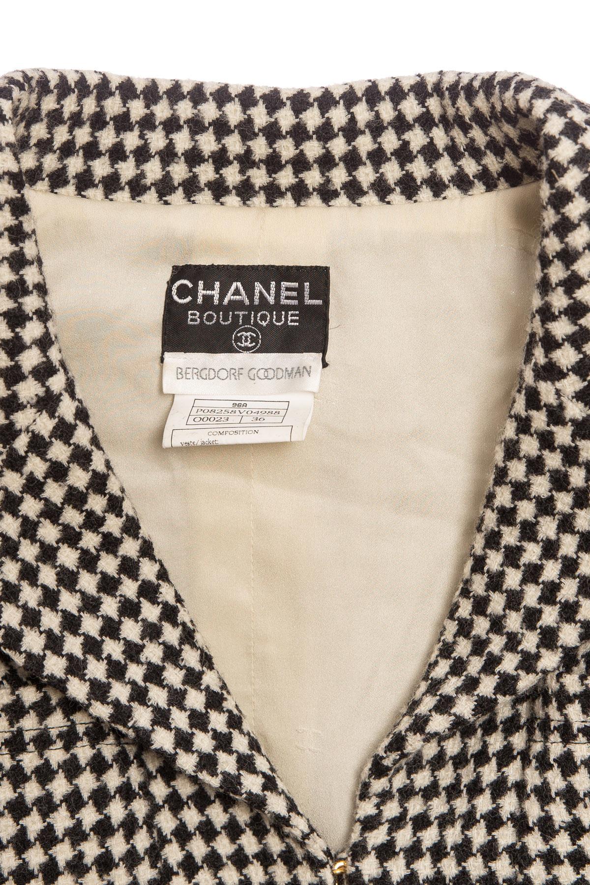 Красивый твидовый пиджак в черно-белой цветовой гамме от Chanel, 36 размер