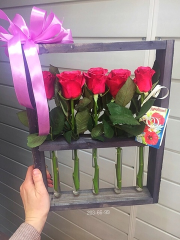 Розы в деревянной рамке  #21735