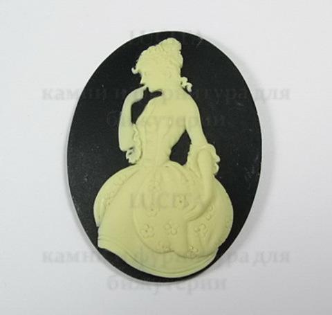 """Камея """"Принцесса""""  цвета слоновой кости на черном фоне 40х30 мм ()"""