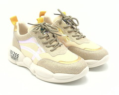 Комбинированные кроссовки на объемной подошве.
