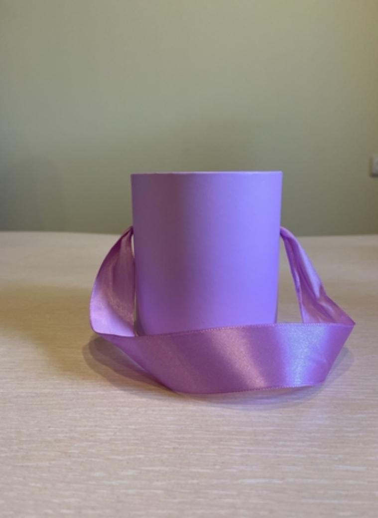Шляпная коробка эконом вариант 8 см . Цвет Светло лиловый , Розница 150 рублей .