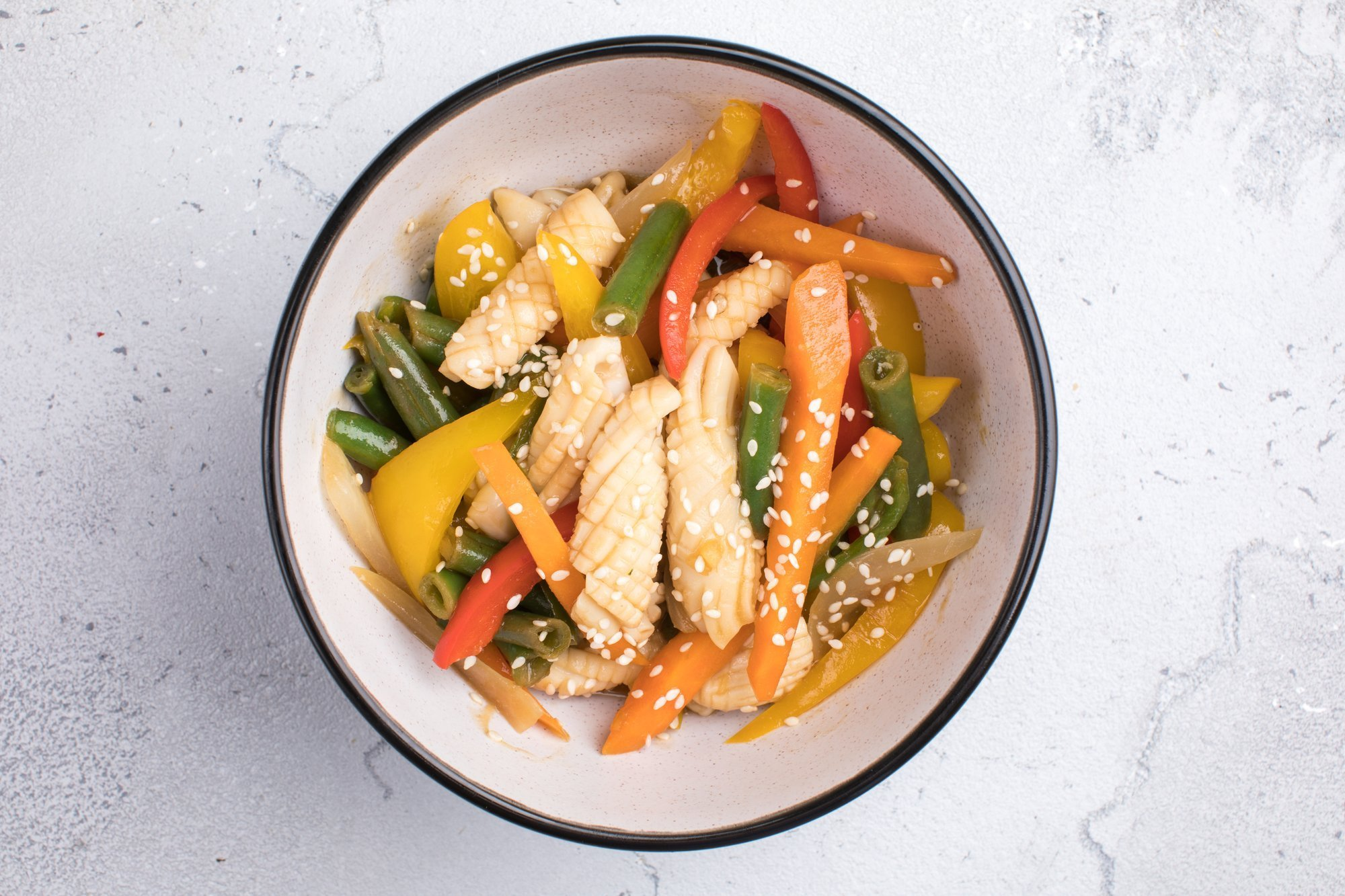 Кальмары по-тайски с овощами