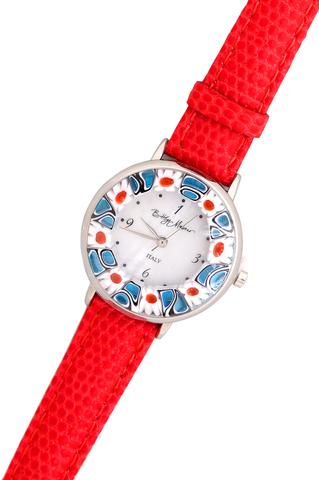 Часы на красном кожаном ремешке с красно-синим циферблатом