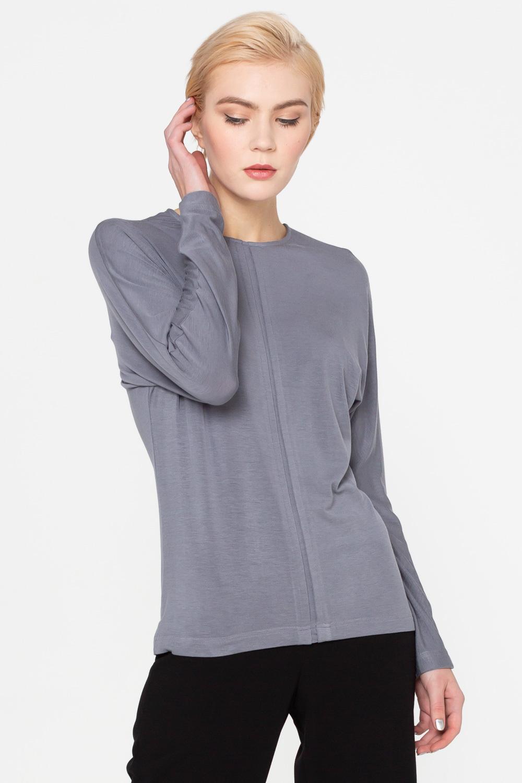 Джемпер В508-213 - Джемпер из мягкого комфортного трикотажа с цельнокроеным рукавом и округлым вырезом горловины. Передняя полочка разделена по центру встречной складкой, что визуально вытягивает фигуру. Базовая модель, которая будет отлично сочетаться с различными элементами одежды