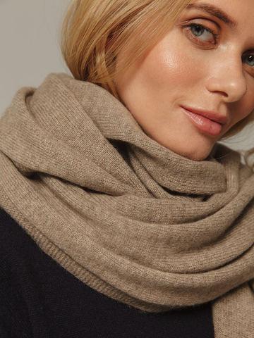 Женский шарф песочного цвета из 100% кашемира - фото 4