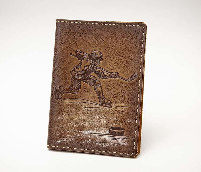 BY14-38-03 Обложка для паспорта «Хоккей» из натуральной кожи