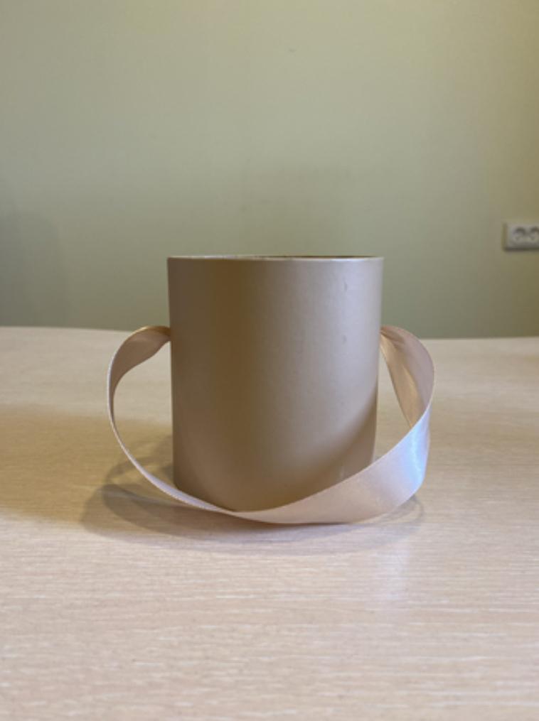 Шляпная коробка эконом вариант 8 см . Цвет Крафт  , Розница 150 рублей .