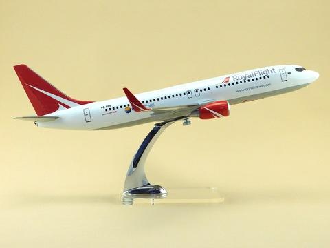 Модель самолета Boeing 737-800 (М1:100, Royal Fligt)