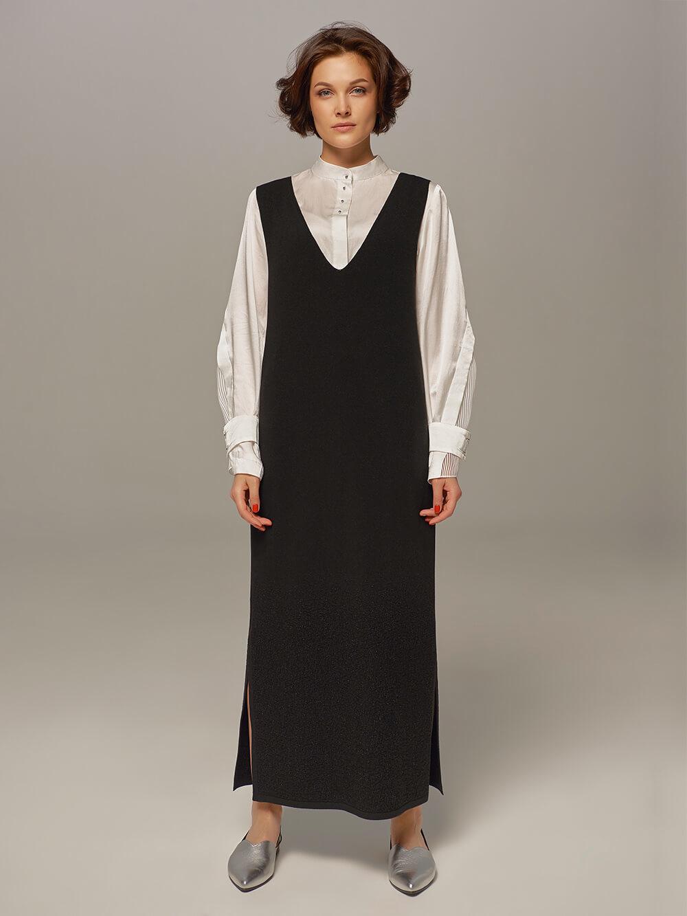 Женское шерстяное платье черного цвета без рукавов - фото 1