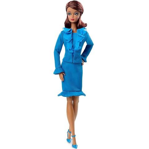 Барби Силкстоун в синем костюме