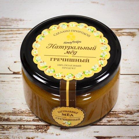 Натуральный цветочный мед, собранный пчелами с цветов гречихи.