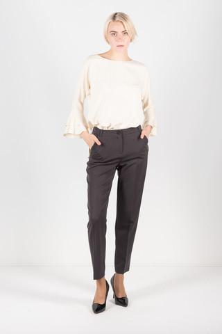 Фото серые брюки зауженного силуэта с аккуратными подворотами - Брюки А490-745 (1)