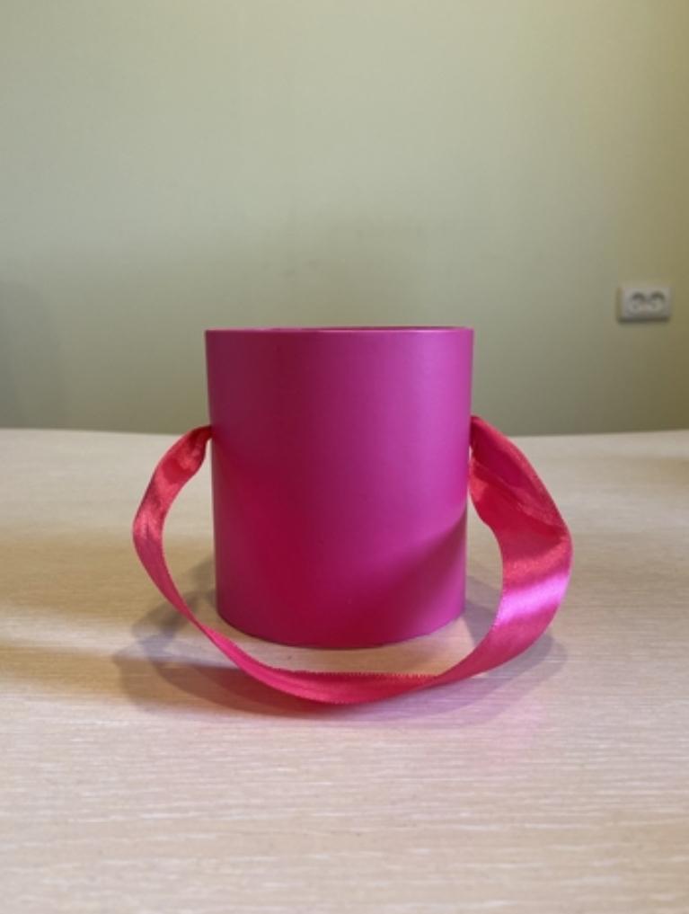 Шляпная коробка эконом вариант 8 см . Цвет Фуксия  , Розница 150 рублей .