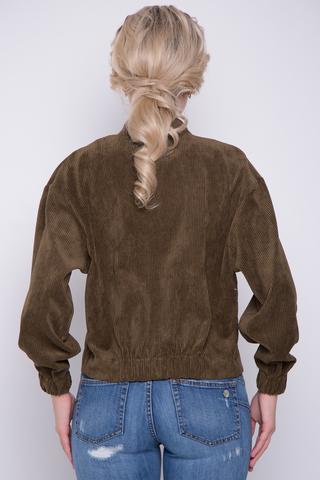 """<p>Модный вельветовый бомбер, у которого в этом сезоне нет конкурентов. Бомбер прекрасно дополнит множество модных образов. Короткая куртка, талия и рукава на резинке, плечо """"спущенное"""". По переду застежка на модных пуговицах. Функциональные карманы с клапанами. (Длины: 44-46=51см; 48-50=52см)&nbsp;</p>"""