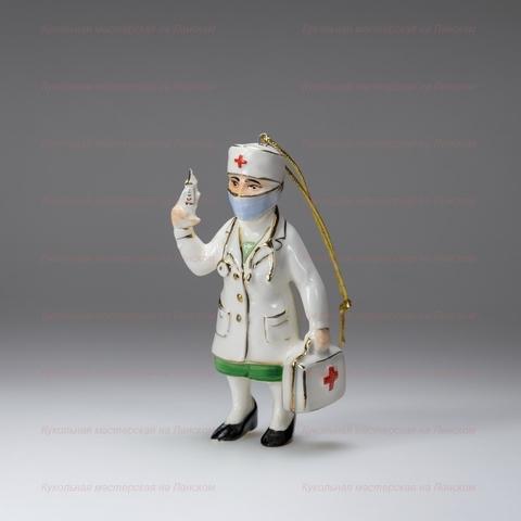 Медсестра — фарфоровая елочная игрушка