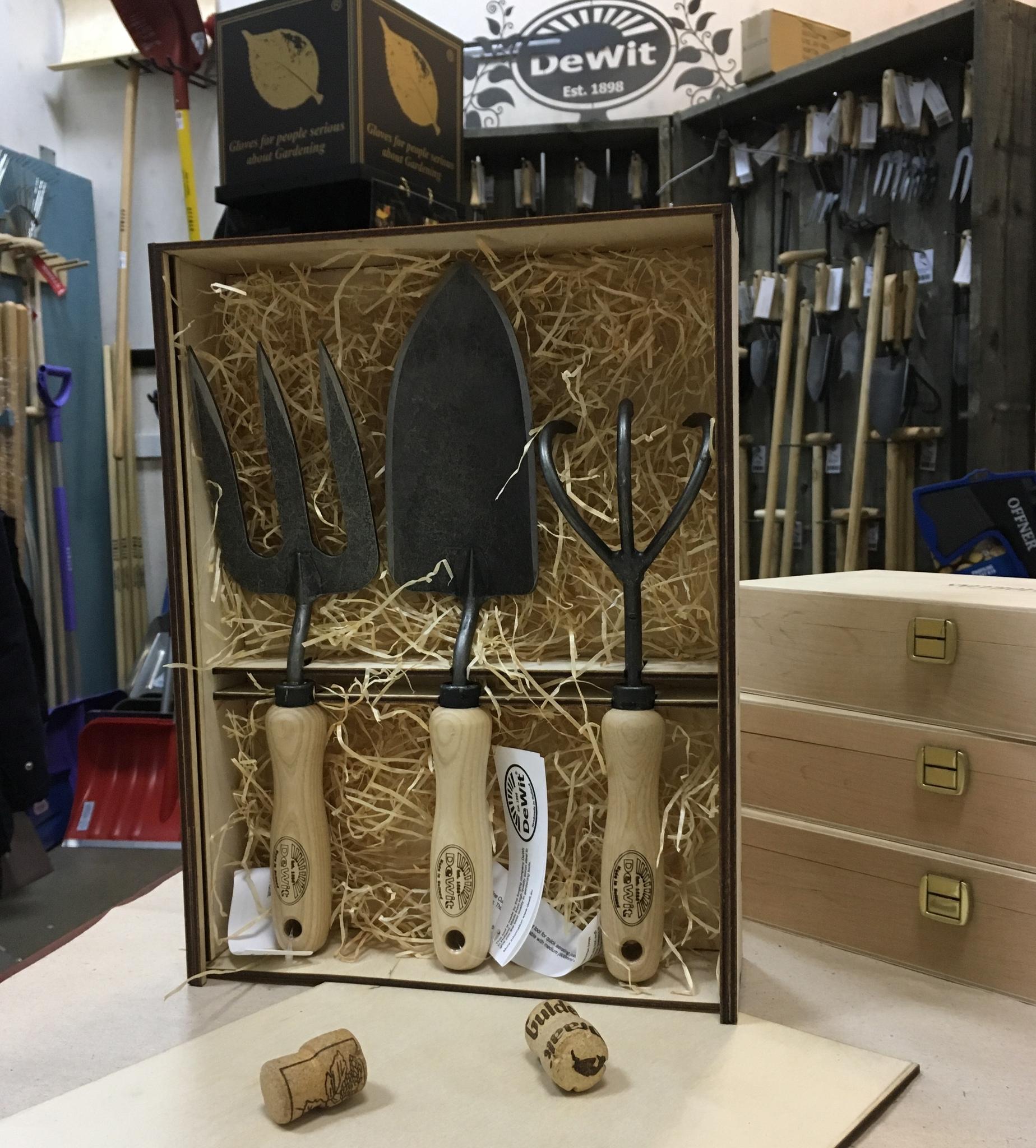 Набор садовых инструментов DeWit  в подарочной коробке