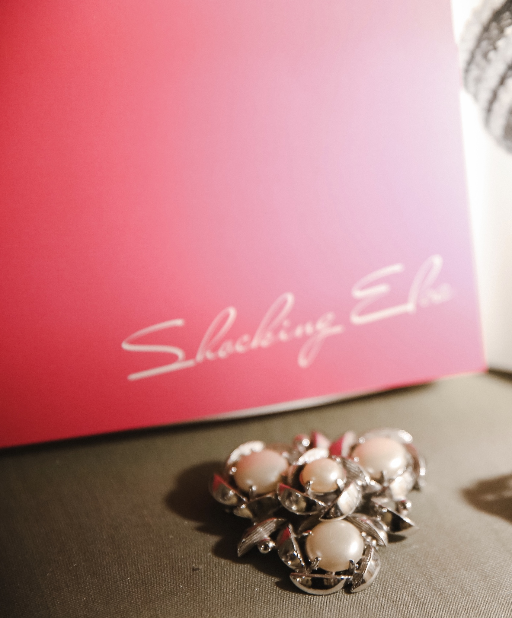 Чудесная брошь в виде белоснежных цветов от Schiaparelli