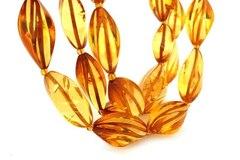 бусы из янтаря камнерезные огурчики