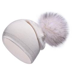 Вязаная женская шапка с натуральным помпоном, ангора (белая)