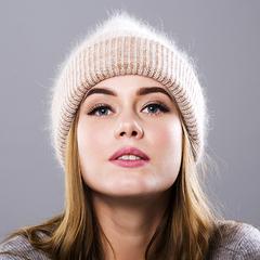 Вязаная женская шапка - колпак с отворотом, ангора (кремовая)