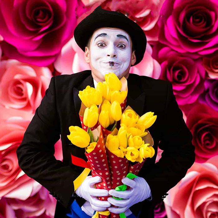 Доставка цветов в Перми курьер мим