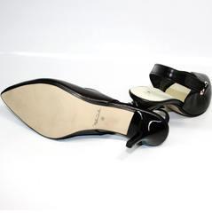 Босоножки на каблуке с закрытым носком Kluchini 5190 Black.