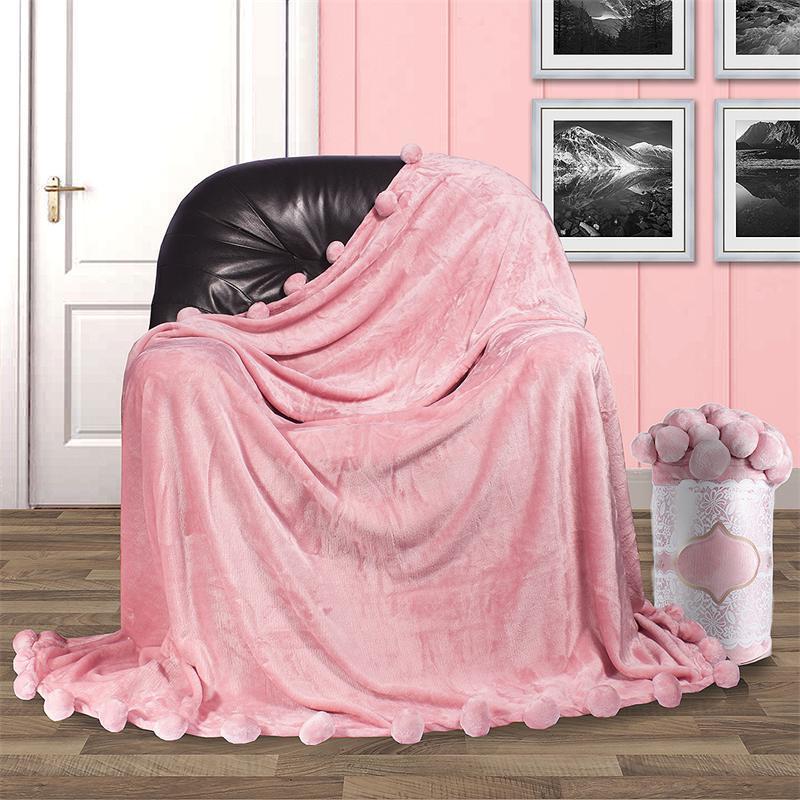 Плед плюшевый с бубонами,розовый