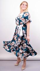 Агата. Легкое платье для больших размеров. Роза изумруд.