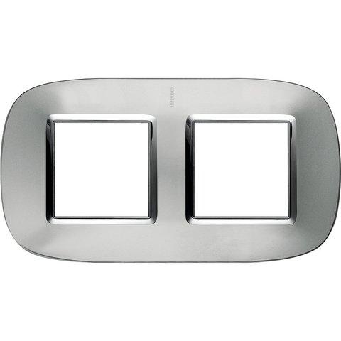 Рамка 2 поста, овальной формы. МЕТАЛЛИЗИРОВАННЫЕ. Цвет Зеркальный алюминий. Немецкий стандарт, пост 2 модуля. Bticino AXOLUTE. HB4802/2XC