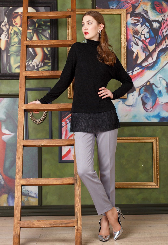 Брюки А471-534 - Элегантные брюки красивого серого цвета обладают комфортной посадкой и гарантированно подойдут практически к любому верху. Модель зрительно вытягивает силуэт благодаря вертикальным стрелкам на брючинах. Слегка укороченная длина позволяет сочетать брюки с любой обувью.