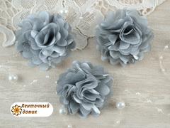 Цветы атласные с фатином серые диаметр 5 см