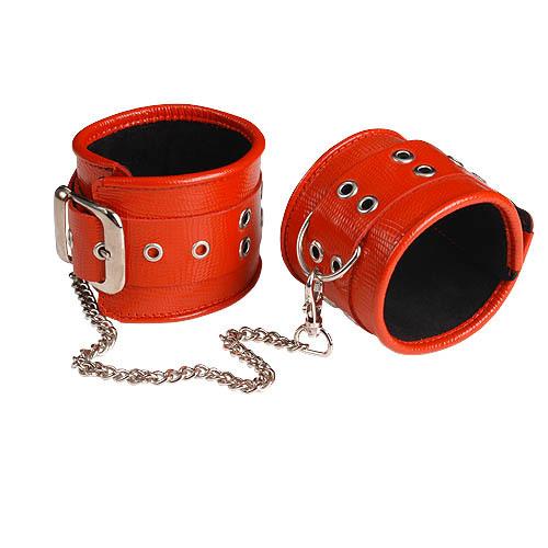 Красные кожаные оковы с широким ремешком