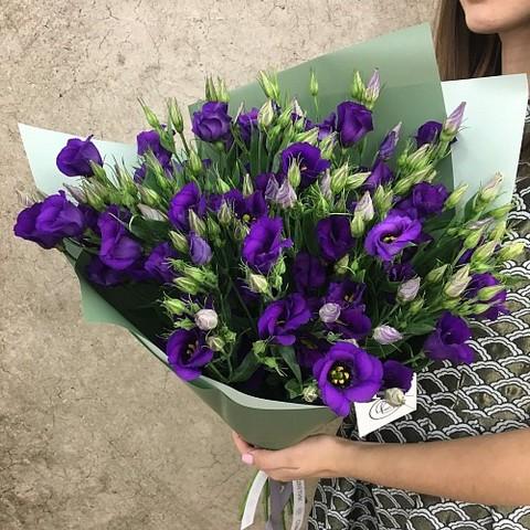 Букет из фиолетовых эустом