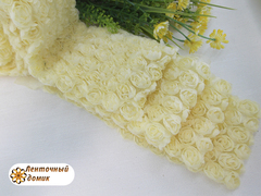 Ткань Розы на сетке светло-кукурузная