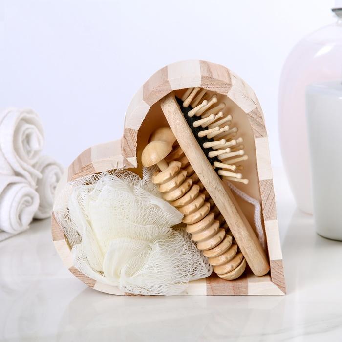 Набор банный в деревянном ушате, 3 предмета: мочалка-бант, расчёска, массажёр фото