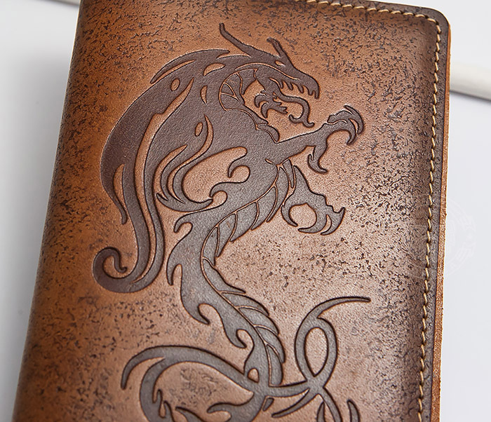 BY14-09-07 Красивая обложка на паспорт из кожи «Огненный дракон» фото 02
